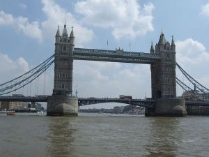 640px-Tower_bridge_London