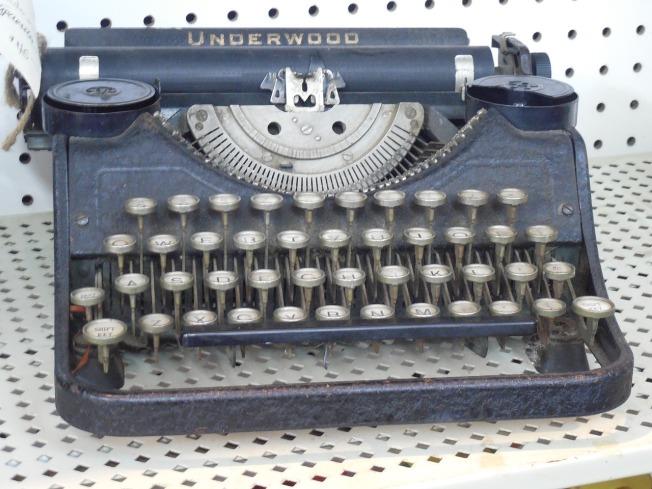 typewriter-671413_1280