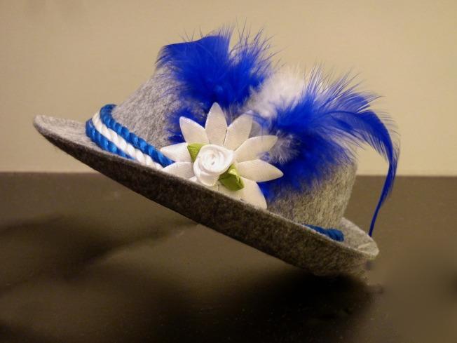 hat-2749176_1920