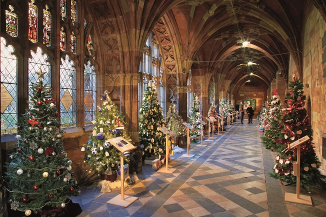 Christmas_tree_festival_cloister worcester Cathedral
